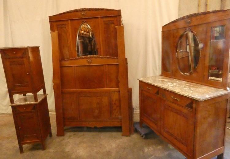 B 2357 - Bedroom set 1920 Bed wardrobe commode 2 bedsides ...