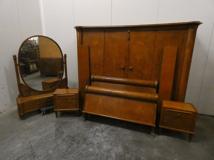 D 368   Art Deco Bedroom Set Walnut Wardrobe Bed Coiffeuse Two Bedsides